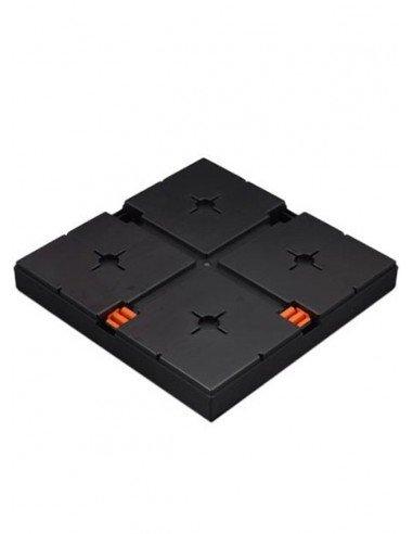 photo d'une base au sol noir.